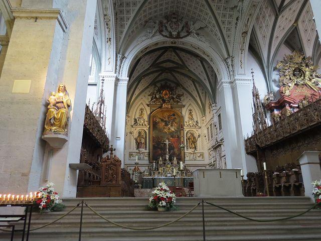 hlavní oltář katedrály