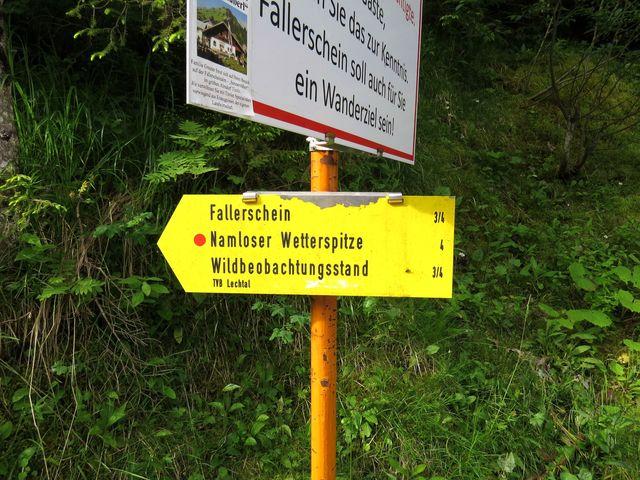 směrovka u lesa poblíž Namlosu