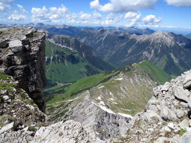 výhled z vrcholku, ta vesnička je zřejmě Fallerschein