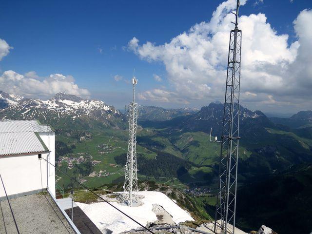 vyhlídková plošina na Rüfikopf - pod námi údolí řeky Lech