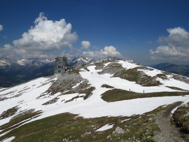 výhled z Rüfikopf v Lechtalských Alpách na Allgäuské Alpy na druhé straně údolí řeky Lech