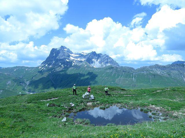 nebe sestoupilo na hladinu jezírka; Geißhorn (2 356 m)