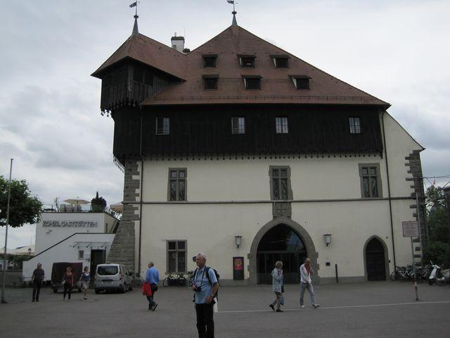 budova, kde proběhla volba papeže, bývala v 15. století čilým obchodním střediskem