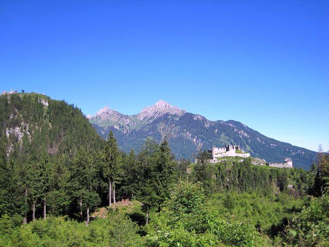 výhled na hrad z pevnosti