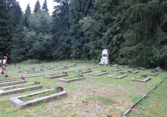 sedlo Tlstý javor - na hřbitově jsou pohřbeny oběti 2. světové války