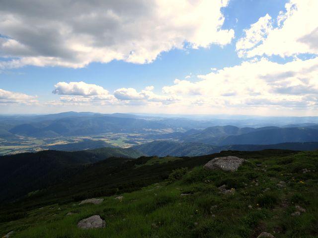 zbývá sestoupit ještě asi 1 200 výškových metrů