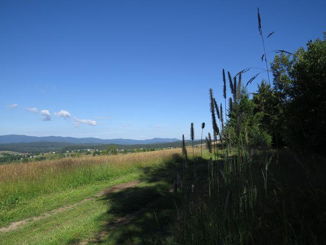 překrásné výhledy z pastvin na svazích