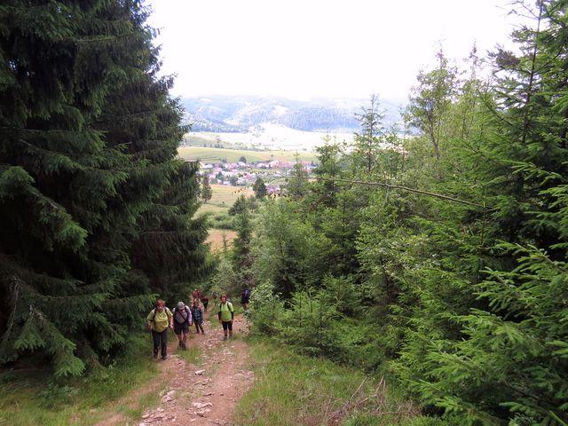 začátek výstupu z Telgártu, na druhé straně je Trsteník; www.svatosi.cz