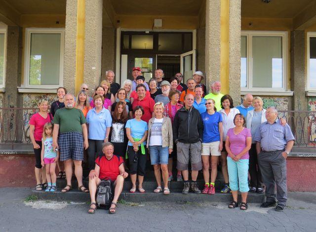 účastníci zájezdu; www.svatosi.cz