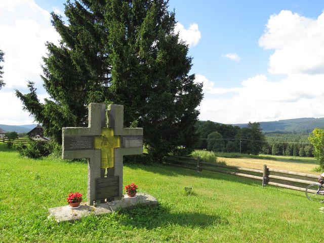 kříž na hřbitově na Novém Světě
