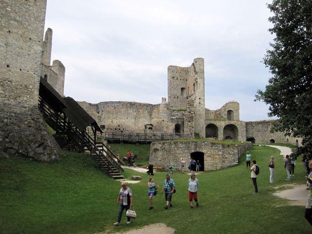 vznik hradu Rabí je kladen na začátek 13. století