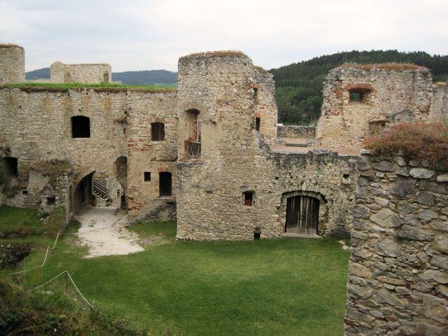 Rabí je nejrozsáhlejší hradní zříceninou v Čechách