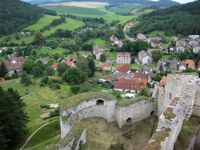 přestavba hradu prý byla prováděna pod dohledem slavného architekta Benedikta Rejta