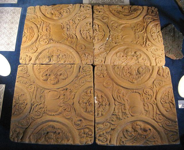 tzv. tapetové kachle z přelomu 16. a 17. století