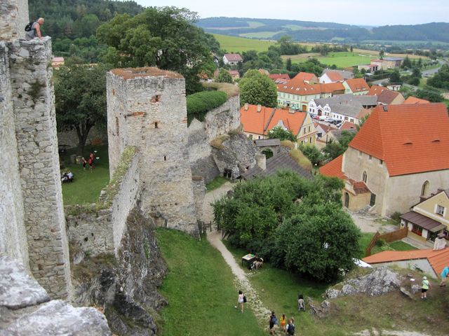 výhled z hradeb stojí za vyšlápnutí několika desítek schodů