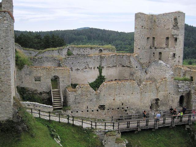 návštěva hradu Rabí je turistický zážitek a exkurze do historie