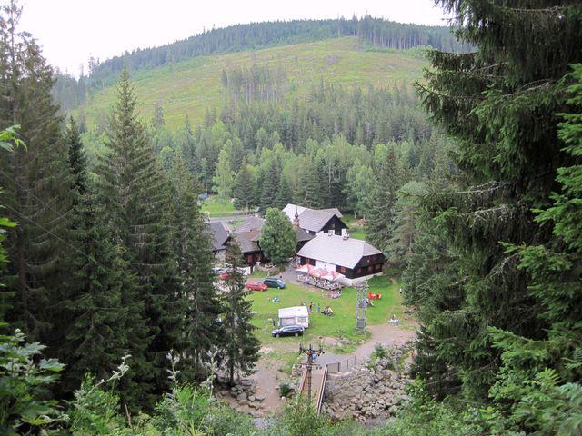 Antýgl - stráň vrchu Antýgl (1 253 m) před lety poničená vichřicí se pomalu zelená