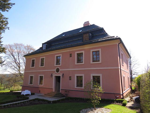 zámeček v Klokočově byl postaven na konci 18. století, nedávno byl zrekonstruován