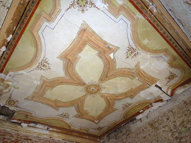 jako zázrakem se zachoval krásný renesanční strop