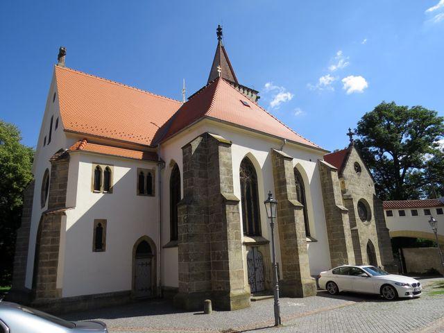 kostel byl na konci 19. století přestavěn F. Schmoranzem