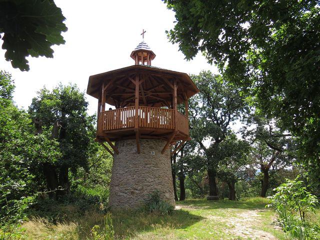 hláska Na Chlumu, dnes vyhlídková věž do korun okolních dubů