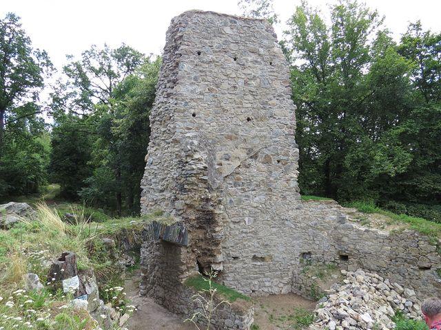 hrádek vznikl ve 14. století, od poloviny 16. století postupně a nezadržitelně pustl