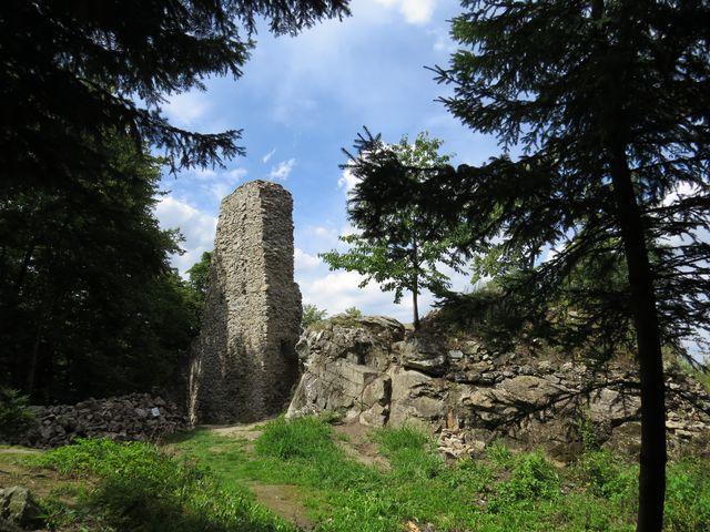 zbytky hradu Rabštejnek na křemencové skále