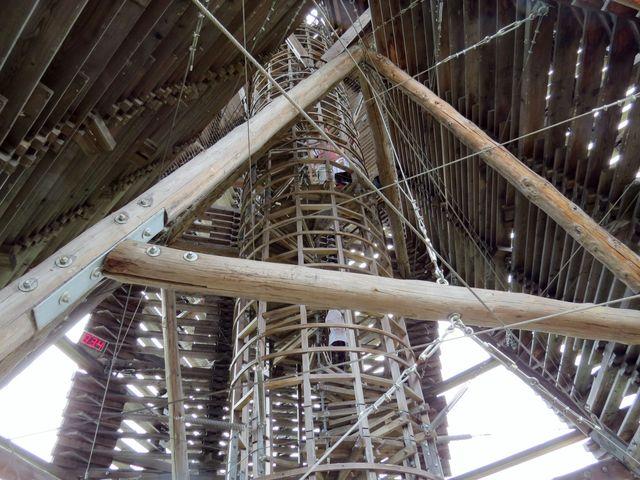 vnitřní točité schodiště se 78 schody