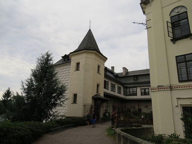 nádvoří zámku Slatiňany