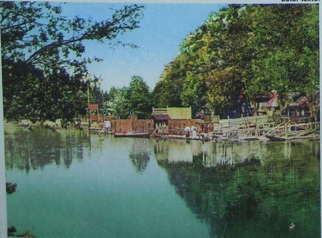dobová fotografie Staré plovárny na panelu naučné stezky