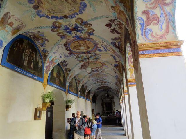 ambity s arkádami kolem loretánské kaple v Římově