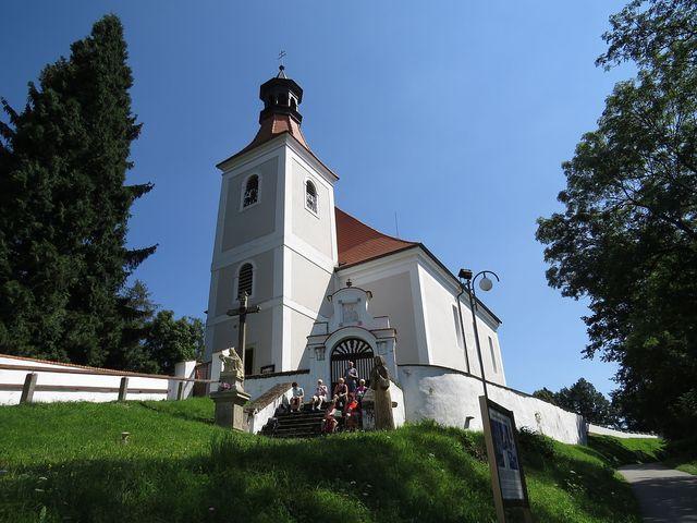 kostel sv. Vincence v Doudlebech stojí na místě dřívějšího slovanského hradiště