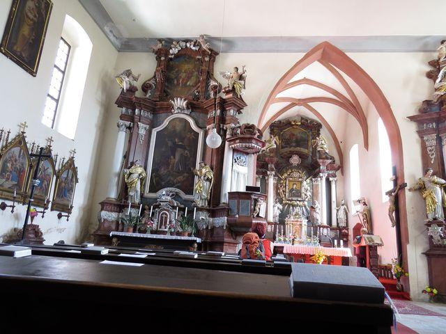 interiér kostela sv. Vincence v Doudlebech
