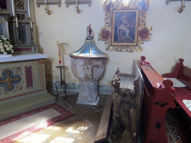 kamenná křtitelnice, z níž byl podle lidového podání pokřtěn Jan Žižka z Trocnova