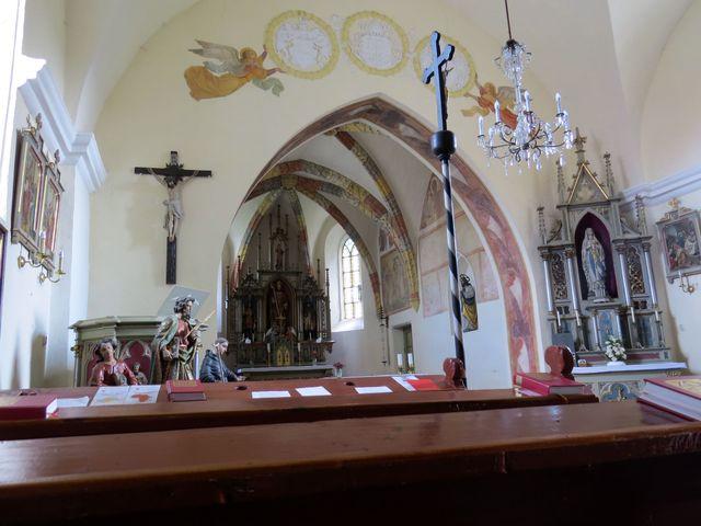 interiér kostela ve Střížově
