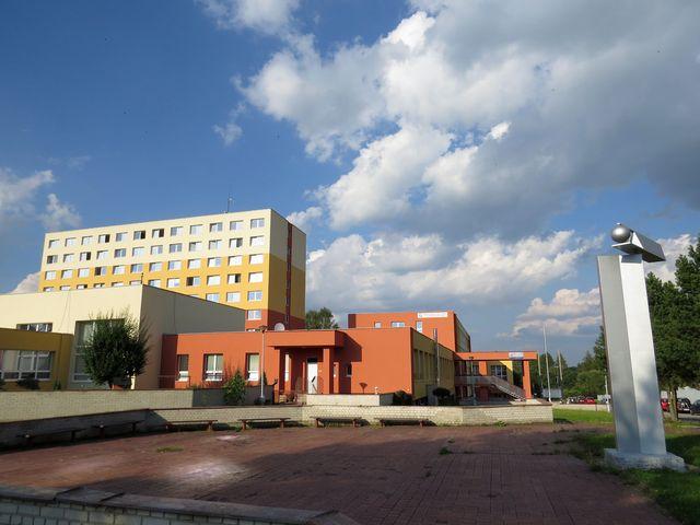 v komplexu patřícím Jihostroji Velešín jsme bydleli a stravovali se; www.svatosi.cz