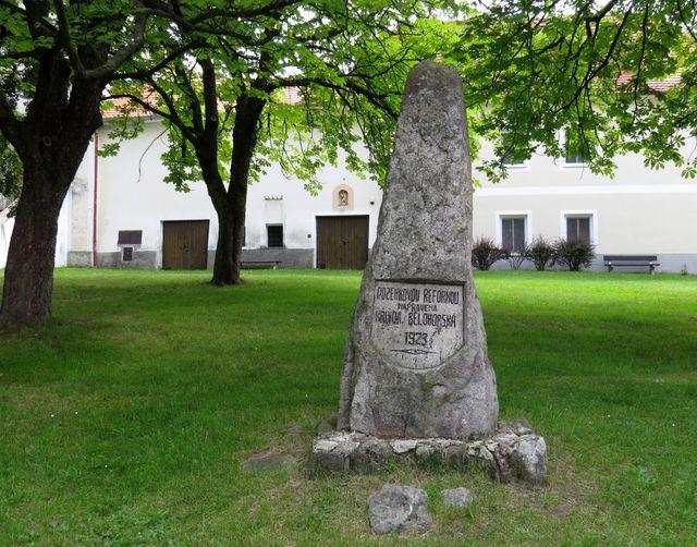 centrum obce Svatý Jan nad Malší - památník parcelace půdy dvora Svachova