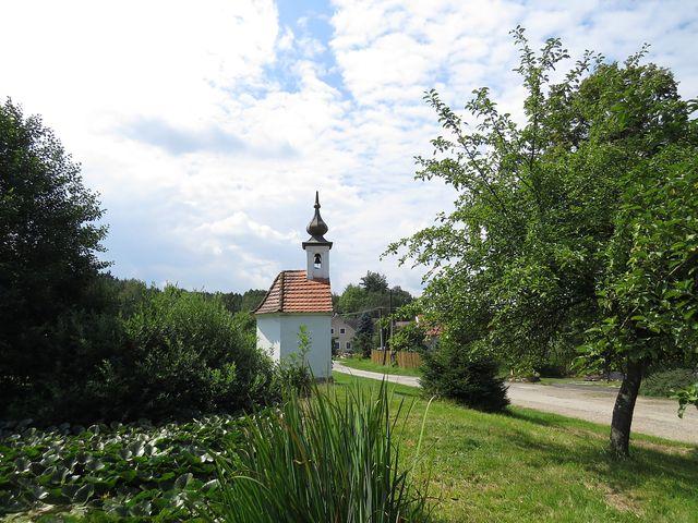 půvabná osada Polžov pod Todeňskou horou