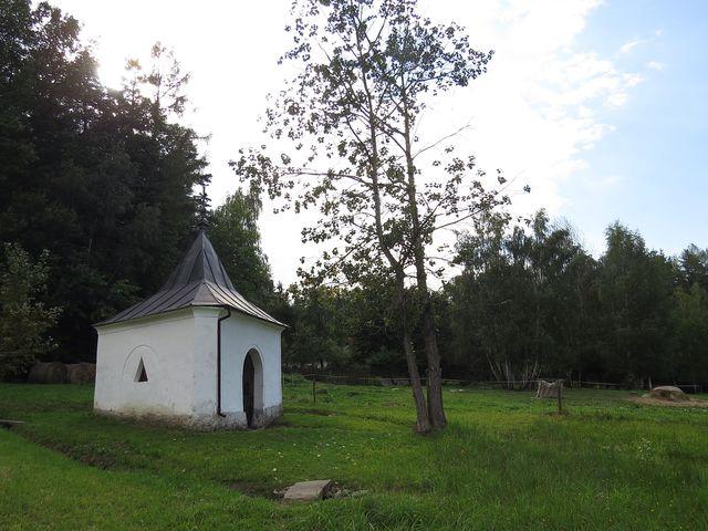 kaple nad léčivým pramenem u poutního kostela