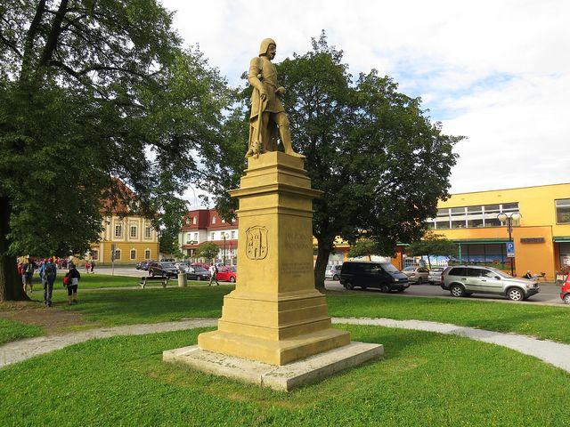 pomník Jana Žižky na náměstí v Borovanech