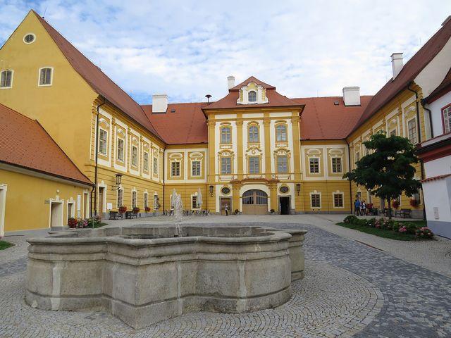 vnitřní dvůr zámku v Borovanech