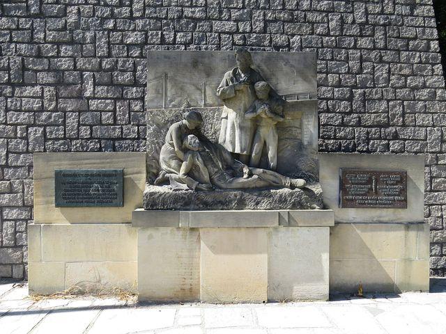památník obětem střelby u duchcovského viaduktu