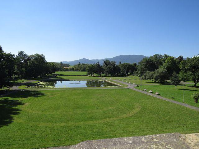 pohled z terasy zámku na krušnohorský hřeben