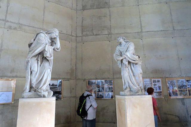 truchlící Panna Maria a sv. Jan - sousoší vytvořil F. M. Brokoff