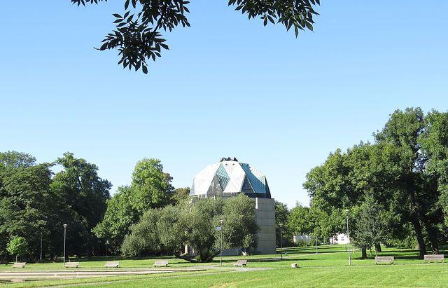 pavilon pro Rainerovu fresku v zámeckém parku v Duchcově
