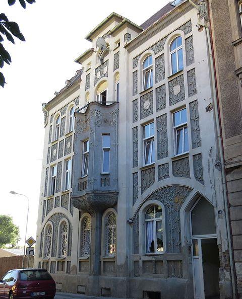 dům s překrásnou fasádou v Duchcově