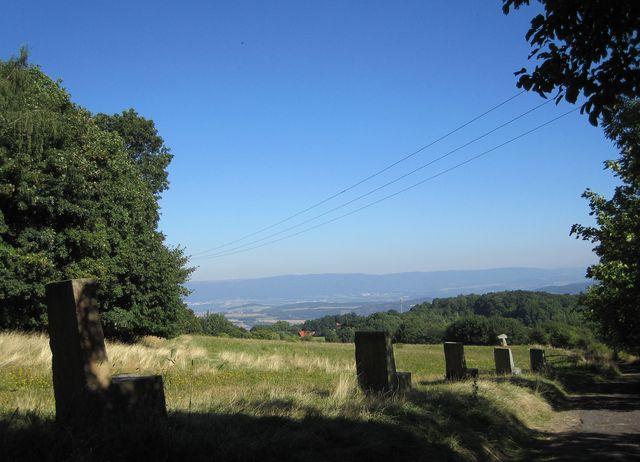 výhled do krajiny z úpatí Milešovky