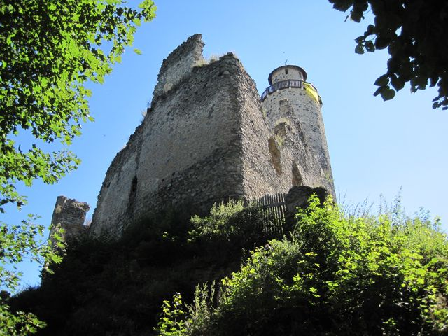 hrad Kostomlaty byl postaven počátkem 14. století
