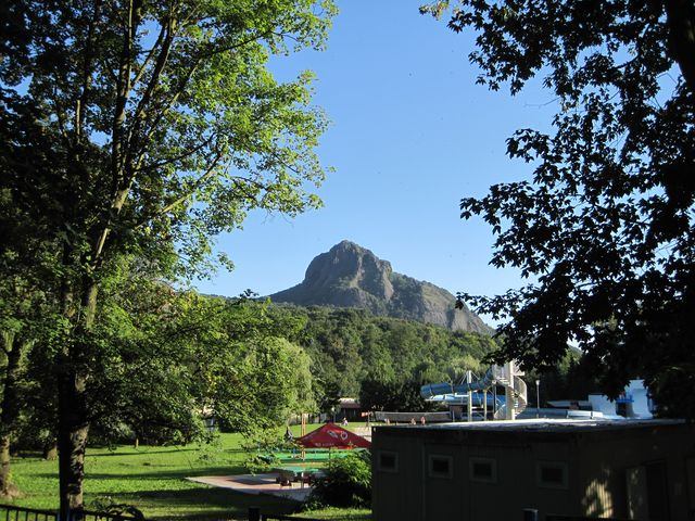 dominantou této oblasti je vrch Bořeň