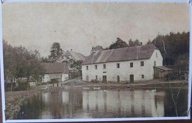 Kovářský rybník, kovárna a rathaus na přelomu 19. a 20. století